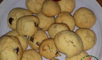 Biscotti al peperoncino, pinoli e uvetta