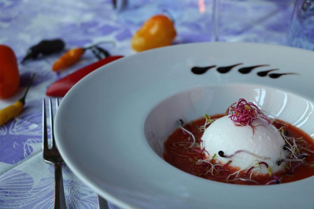 Gazpacho freddo con burrata pugliese e Jalapeno