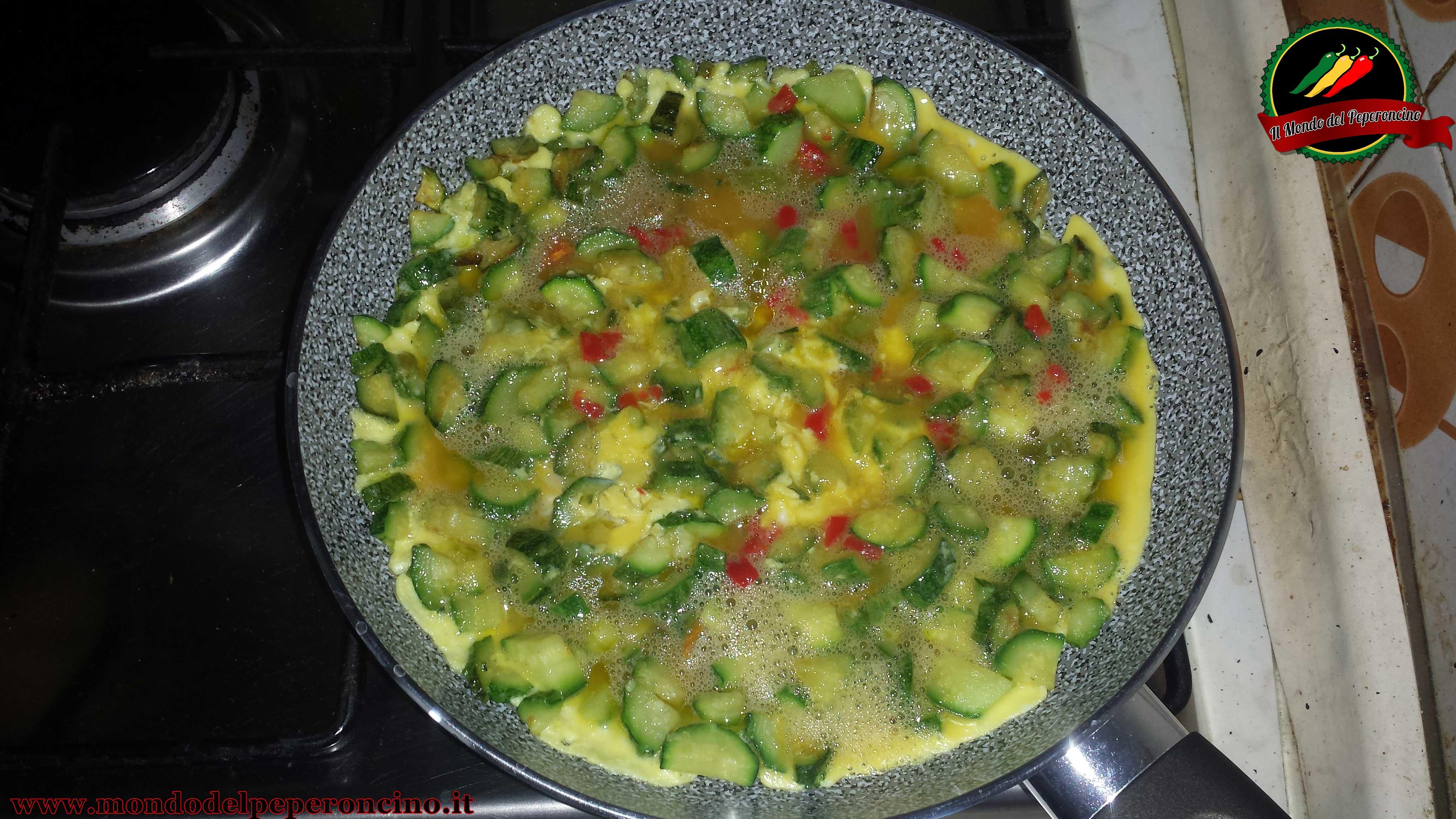 frittata-zucchine-naga-morich-cottura
