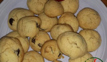 """Biscotti al peperoncino, pinoli e uvetta<span class=""""rating-result after_title mr-filter rating-result-392"""" ><span class=""""no-rating-results-text"""">No ratings yet.</span></span>"""