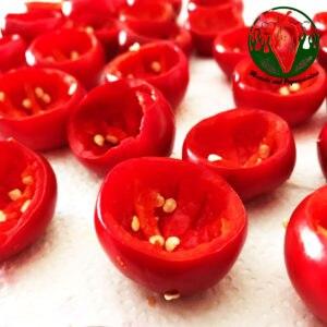 peperoncini ripieni di cheddar, avvolti in pancetta affumicata
